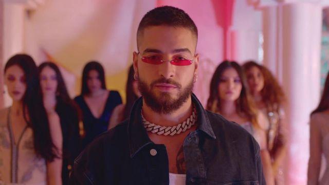 comprare on line 09df5 ef57a Fine sunglasses red Maluma in her video clip Hola Señorita ...