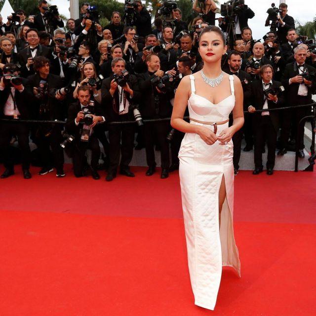 Le top blanc satin de Selena Gomez au Festival de Cannes le 14 mai 2019