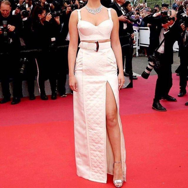 Les sandales argent de Selena Gomez au Festival de Cannes le 14 mai 2019
