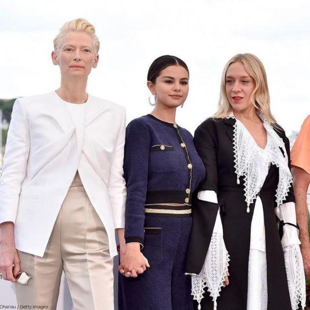 Le cardigan bleu Chanel de Selena Gomez lors du Festival de Cannes 2019