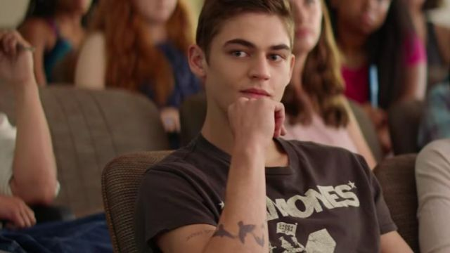 The T Shirt Ramones Worn By Hardin Scott Hero Fiennes Tiffin In The Film After Chapter 1 Spotern Check out our hardin scott selection for the very best in unique or custom, handmade pieces from our shops. the t shirt ramones worn by hardin