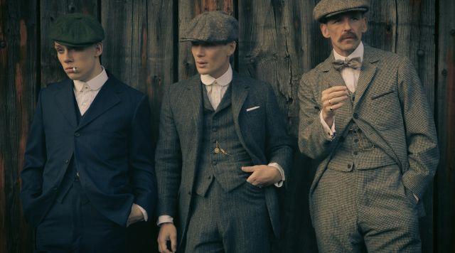 Le costume 3 pièces en tweed de Thomas Shelby dans Peaky Blinders S01E01