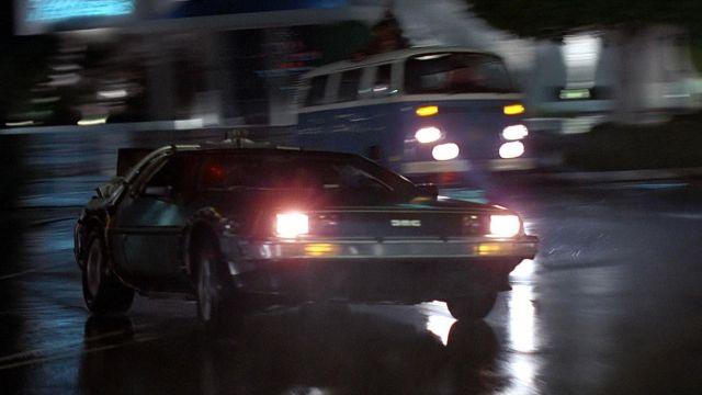 La voiture DeLorean du Dr Emmett Lathrop Brown (Christopher Lloyd) dans Retour vers le futur