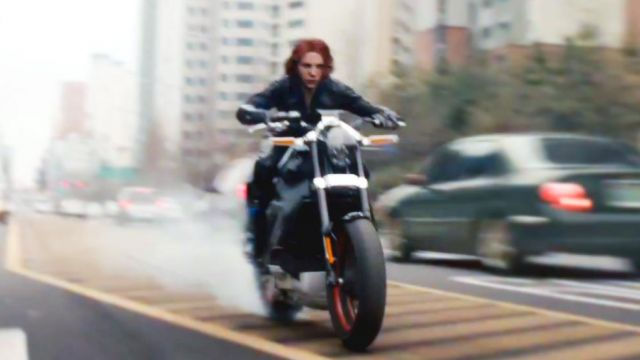 The motorcycle Harley Davidson LiveWire driven by Natasha Romanoffs / Black Widow (Scarlett Johansson) in the film the Avengers : Age of Ultron
