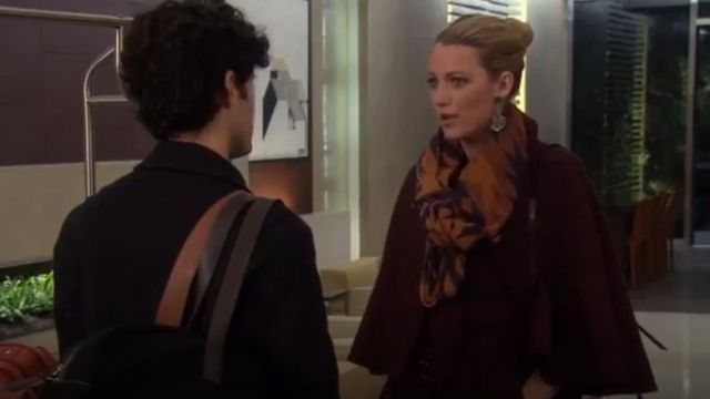 Marine et Orange Foulard porté par Serena van der Woodsen (Blake Lively) dans Gossip Girl Saison 6 Épisode 9