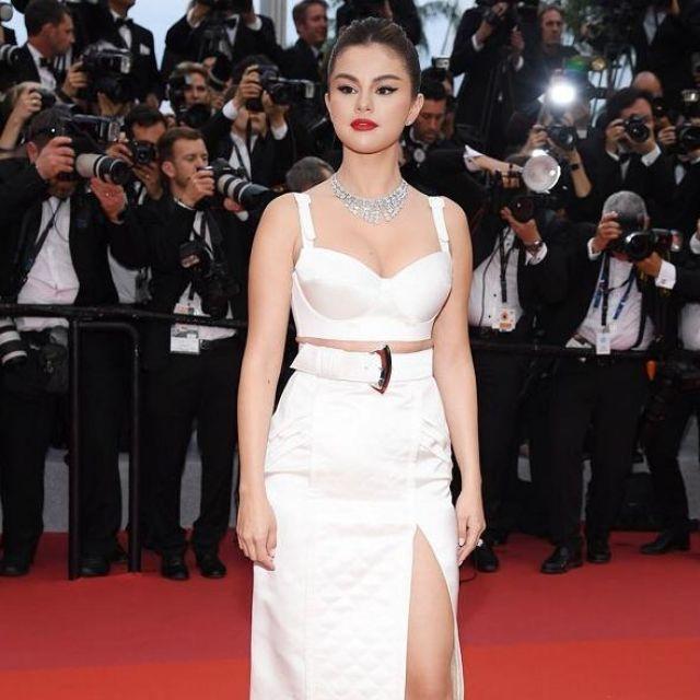 Le collier plastron diamants porté par Selena Gomez au Festival de Cannes le 16 Mai 2019