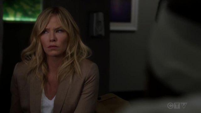 Vince Little Boy V Neck T Shirt worn by Amanda Rollins (Kelli Giddish) in Law & Order: Special Victims Unit (S20E22)
