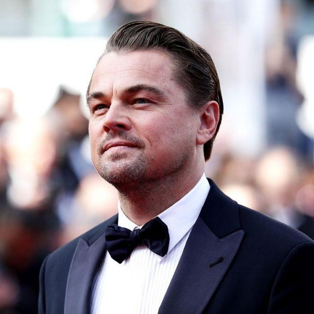 La veste de smocking noire de Leonardo DiCaprio sur le tapis rouge de la montée des marches du film de Tarantino le 21 mai 2019 au Festival de Cannes