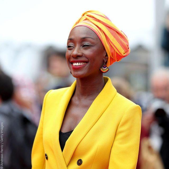 La veste de blazer jaune porté par Maïmouna NDiaye au festival de Cannes 2019