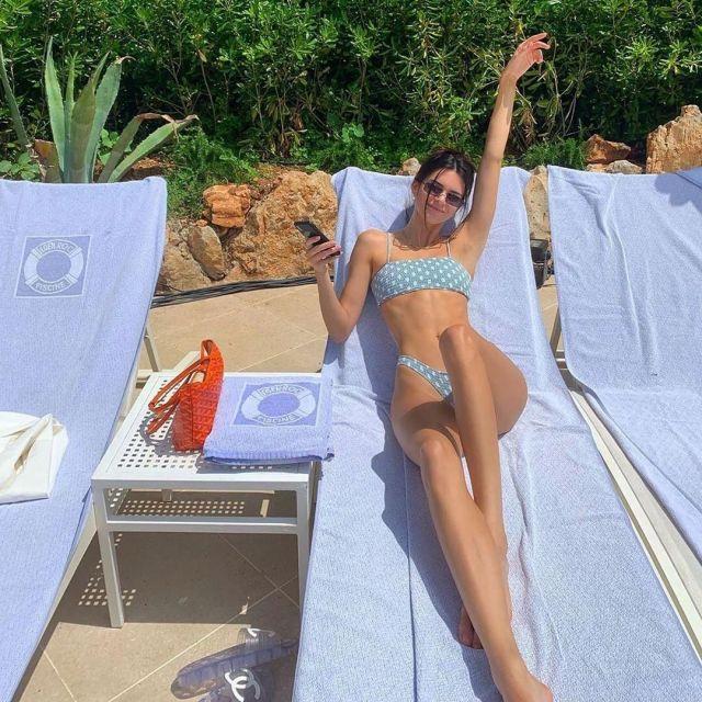 Wanderlust Kylie Polka Dot Sage Bikini porté par Kendall Jenner, au Cap-Eden-Roc Hôtel à Antibes, France 23 Mai 2019