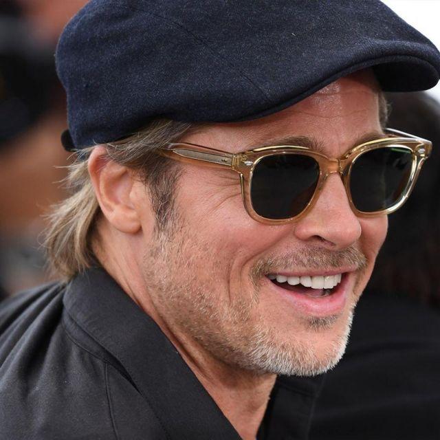 Les lunettes de soleil translucides portées par Brad Pitt sur le Photocall du film de Tarantino le 22 mai 2019  au Festival de Cannes