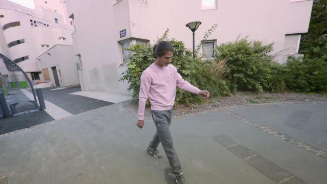 Le pantalon de survêtement Lacoste porté par Moha La Squale dans son clip Bienvenue à la banane