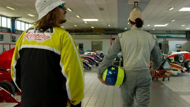 La veste Fila X Sanrio Racing portée par Lorenzo dans son clip Champagne & Pétou feat. Charles Vicomte