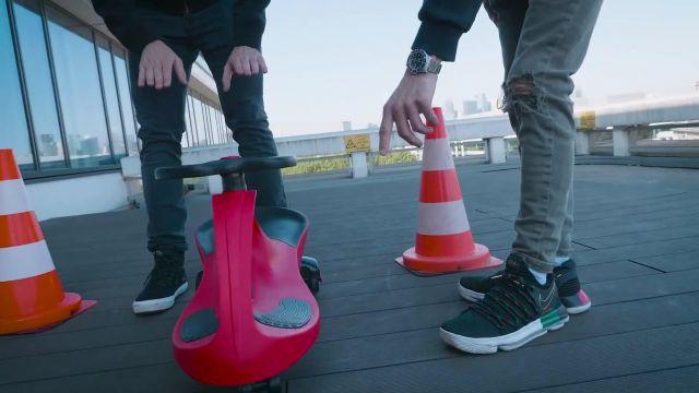 Les baskets Nike de Squeezie dans sa vidéo YouTube ON TESTE DES VÉHICULES IMPROBABLES