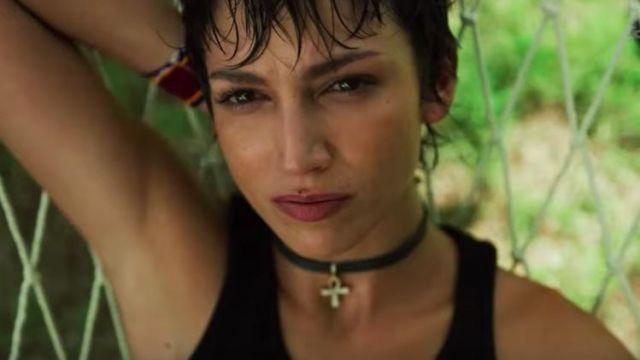 The Necklace Cross Egyptian Worn By Tokio úrsula Corberó In The Casa De Papel Season 3 Spotern