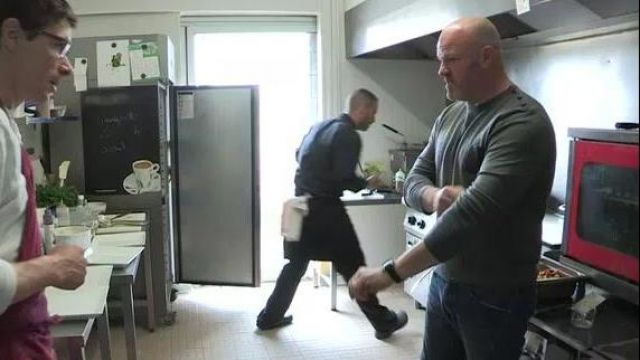 The Gray Sweater With Buttons On Shoulder Of Philippe Etchebest In Ramsay S Kitchen Nightmares On Teva 01 06 2019 Spotern