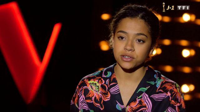 La chemise à fleurs de Whitney dans The Voice : la plus belle voix