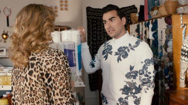 Zara White and Blue Rose Sweatshirt worn by David Rose (Dan Levy) in Schitt's Creek (S01E11)