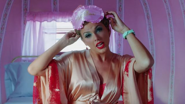 Peach satin kimono robe worn by Taylor Swift as seen in her You Need To Calm Down music video