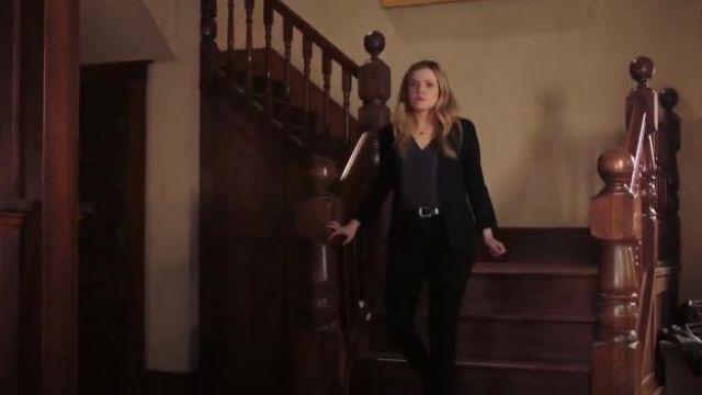 Frame Denim Pleated Blazer worn by Cassie Bishop (Harriet Dyer) in The InBetween (S01E02)