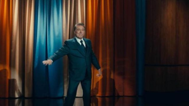 The suit jacket slim fit worn by Murray Franklin (Robert De Niro) in Joker