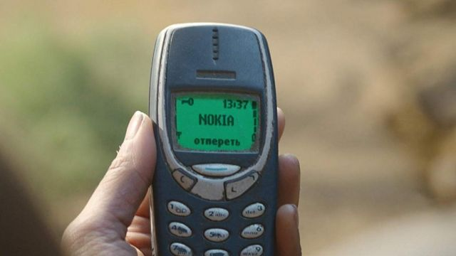 The Nokia mobile phone 3310 in Iron Sky: The Coming Race