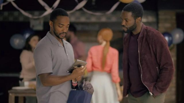 The bomber jacket in red suede bordeaux Karl (Yahya Abdul-Mateen II) in Black Mirror (S05E01)