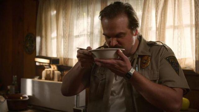 The digital watch in metal worn by Jim Hopper (David Harbour) in Stranger Things Season 3 Episode 2