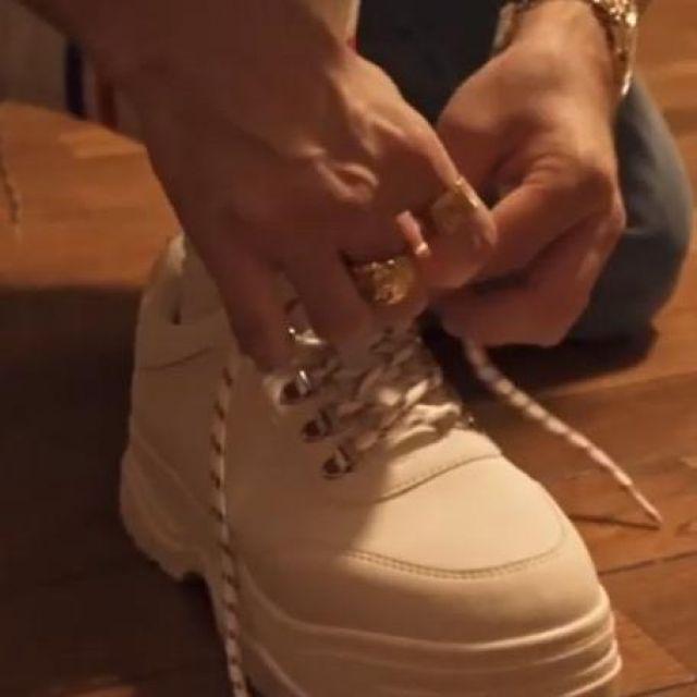 Les chaussures blanches de Squeezie sur le compte Instagram de @Luvresval9