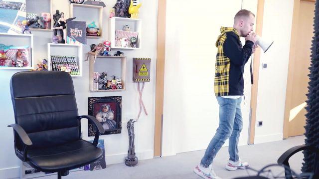Le sweatshirt à capuche McQ Alexander McQueen porté par Squeezie dans sa vidéo YouTube ÇA COMMENCE BIEN MAIS...