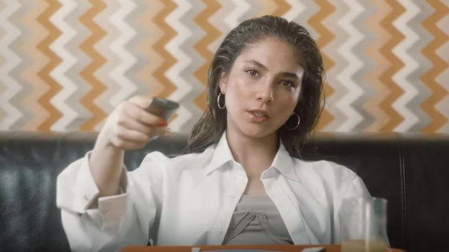 La chemise blanche portée par Chilla dans son clip Bridget