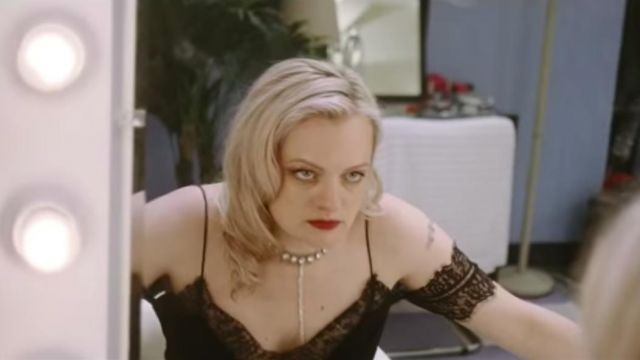Ivory necklace of Becky Something (Elisabeth Moss) in Her Smell