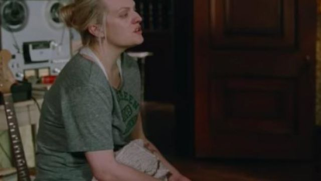 Green Basic T shirt of Becky Something (Elisabeth Moss) in the trailer of Her Smell