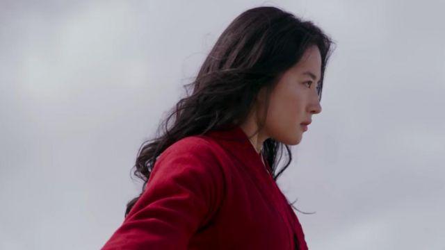 Red kimono jacket of Mulan (Yifei Liu) in the trailer of  Mulan