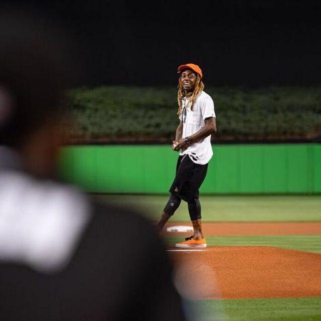 Sneakers Orange of Lil Wayne on his Instagram account