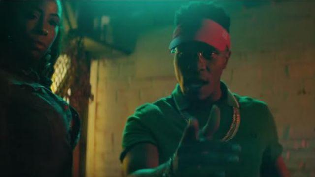Le polo vert porté par Niska dans le clip Liquide de Shay