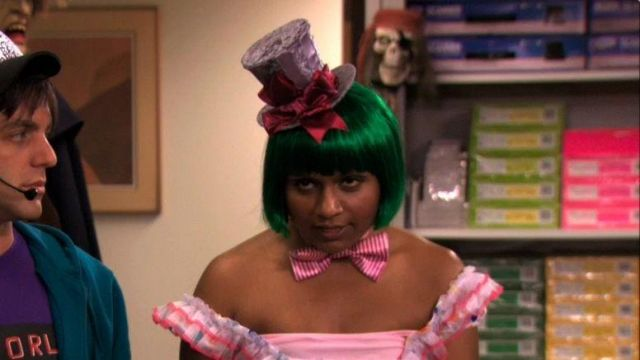 Green Bob Wig of Kelly Kapoor (Mindy Kaling) in The Office (Season 07 Episode 06)