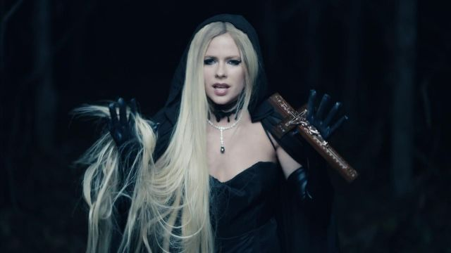 Gloves black leather of Avril Lavigne in her video clip I Fell In Love With The Devil