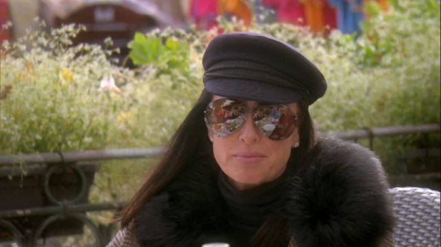 Sunglasses kyle richards in The Real Housewives of Beverlys Hills (S09E18)