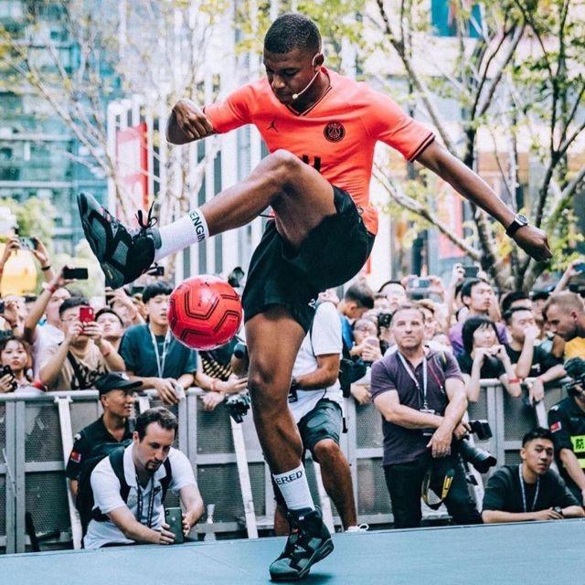 Nutrición inflación Por favor  Sneakers Nike Jordan 6 Retro PSG Paris Saint Germain Kylian Mbappé on his  account Instagram @k. mbappe | Spotern