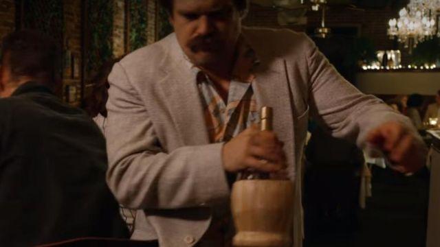 chianti red wine drunk by Jim Hopper (David Harbour) in Stranger Things (S03E02)