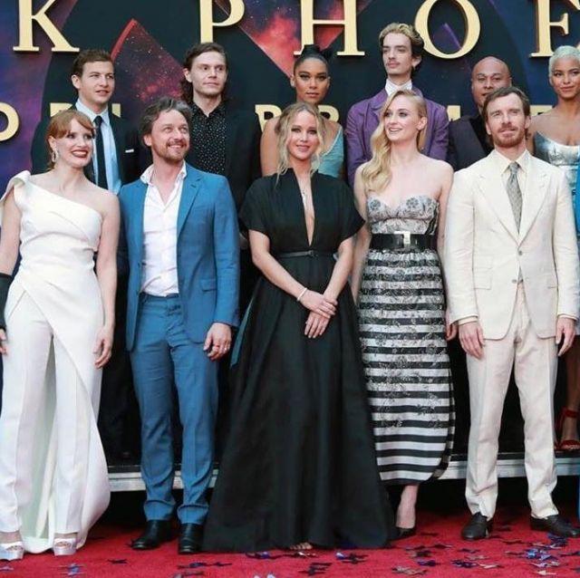 La robe longue noire de Jennifer Lawrence lors d'une avant-première de X-Men : Dark Phoenix
