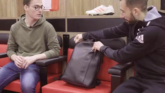 foto de The backpack Calvin Klein by Nicolas Benezet in the YouTube video ...