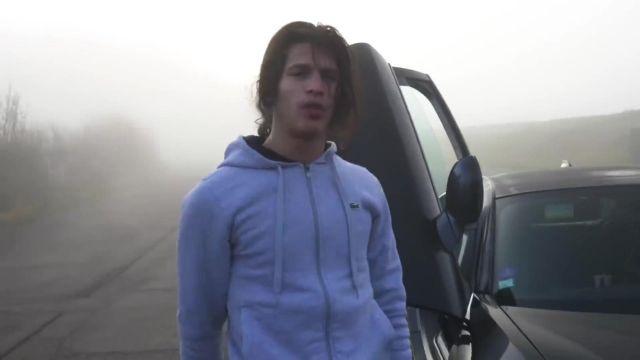 Le gilet gris Lacoste porté par Moha La Squale dans son clip Pas comme eux
