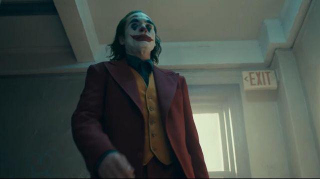 The red jacket of Arthur Fleck / Joker (Joaquin Phoenix) in Joker