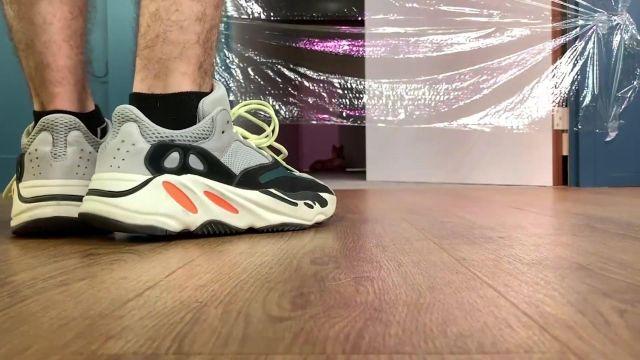 Les sneakers adidas Yeezy Boost de Squeezie dans la vidéo YouTube Une énième vidéo avec mon chien mais pour une bonne raison