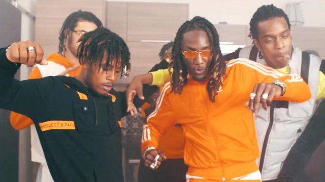 La veste adidas originals orange de Kodes dans son clip