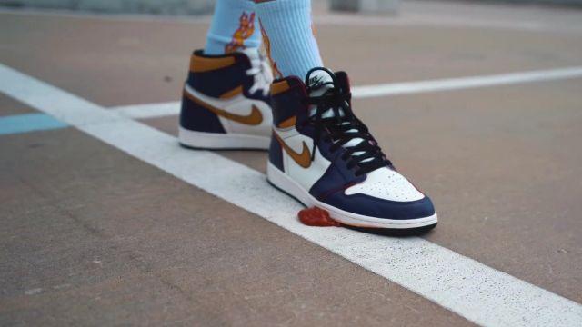 oszczędzać kody promocyjne Nowa lista The pair of Nike Jordan 1 Retro High OG Defiant SB THE to ...