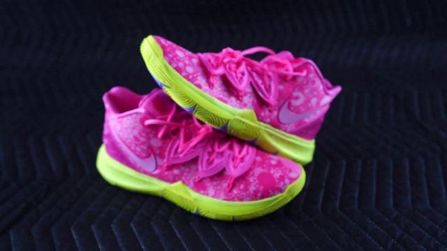 Sneakers basketball Kyrie 5 Spongebob