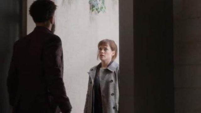 Barneys New York Grey Women's Herringbone Trench Coat worn by Lisa Donovan (Jane Levy) in WHAT / IF (Season 01 Episode 09)
